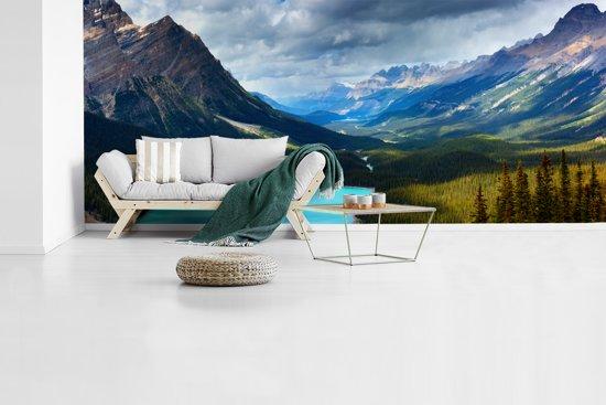 Fotobehang vinyl - Uitzicht over het Nationaal park Banff in Alberta breedte 515 cm x hoogte 220 cm - Foto print op behang (in 7 formaten beschikbaar)