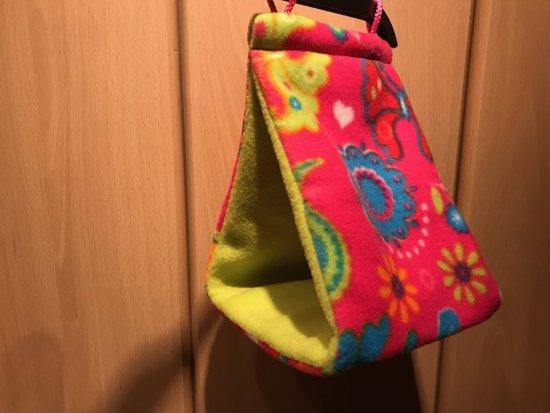 Rozie - Vogel slaap tent, hutje, snuggle sack, vogel tipi, Roze print met groen