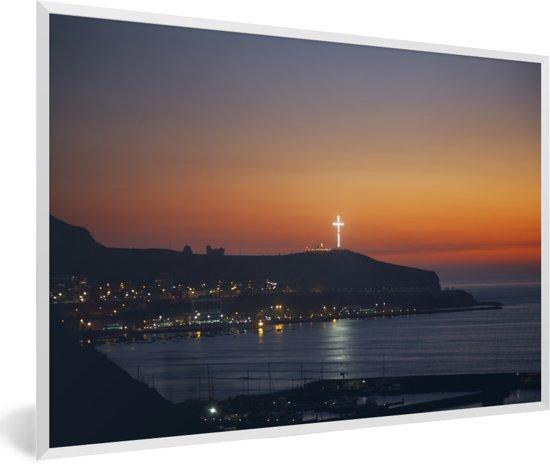 Foto in lijst - Zonsondergang kustlijn van Barranco in Lima fotolijst wit 60x40 cm - Poster in lijst (Wanddecoratie woonkamer / slaapkamer)