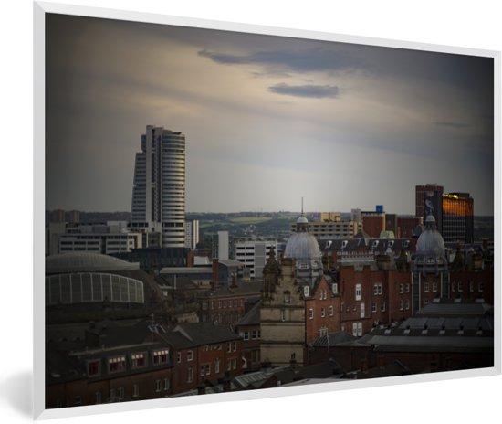 Foto in lijst - De gebouwen van Leeds in Engeland fotolijst wit 60x40 cm - Poster in lijst (Wanddecoratie woonkamer / slaapkamer)