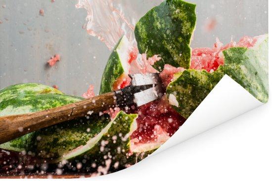 Een watermeloen wordt tot moes geslagen Poster 60x40 cm - Foto print op Poster (wanddecoratie woonkamer / slaapkamer)