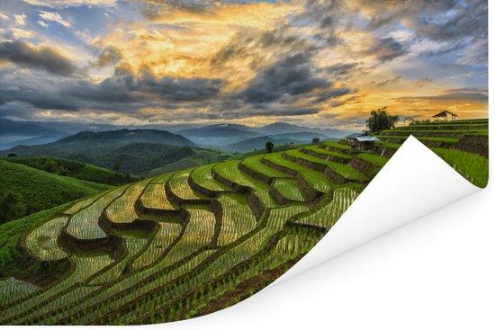 Een prachtig wolkenveld boven de rijstvelden van Thailand Poster 90x60 cm - Foto print op Poster (wanddecoratie woonkamer / slaapkamer)