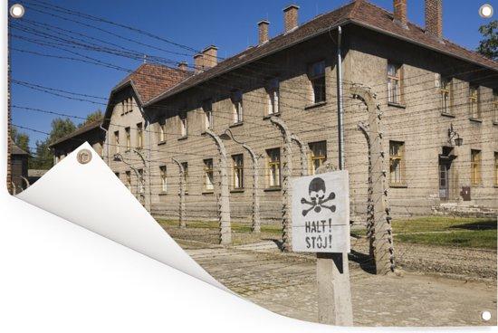 Gebouw in het concentratiekamp Auschwitz-Birkenau Tuinposter 60x40 cm - klein - Tuindoek / Buitencanvas / Schilderijen voor buiten (tuin decoratie)