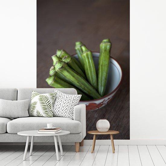 Fotobehang vinyl - Okra groenten in een kommetje breedte 215 cm x hoogte 320 cm - Foto print op behang (in 7 formaten beschikbaar)