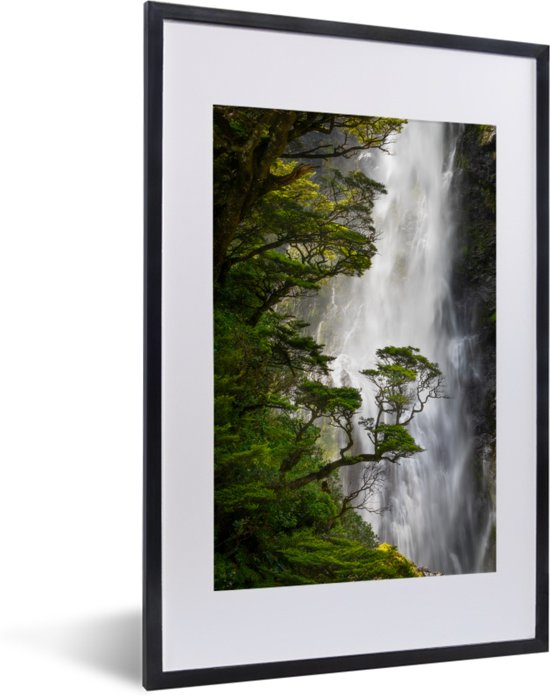 Foto in lijst - Waterval in het Nationaal park Arthur's Pass op South-Island fotolijst zwart met witte passe-partout 40x60 cm - Poster in lijst (Wanddecoratie woonkamer / slaapkamer)