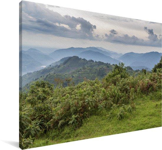 Donkere wolken boven het regenwoud van het Nationaal Park Bwindi Impenetrable Canvas 140x90 cm - Foto print op Canvas schilderij (Wanddecoratie woonkamer / slaapkamer)