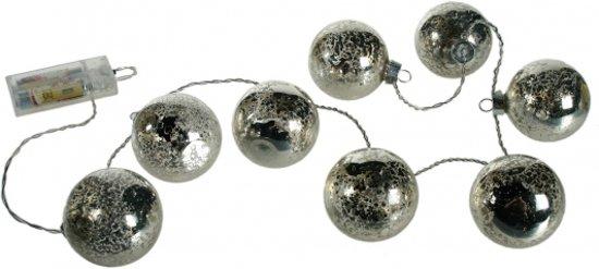 kerstballen met verlichting aan snoer