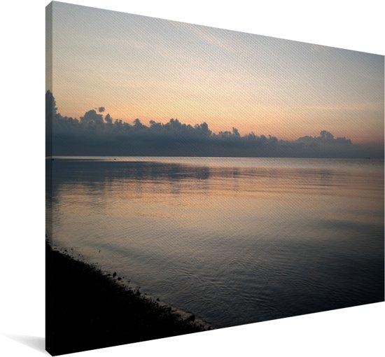 De prachtige zonsondergang bij de zee langs het Nationaal park Baluran Canvas 30x20 cm - klein - Foto print op Canvas schilderij (Wanddecoratie woonkamer / slaapkamer)
