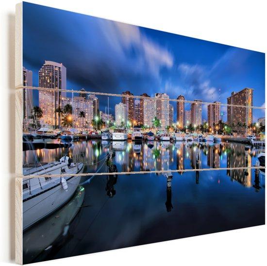 De hotels van Honolulu weerspiegelen in het blauwe water in Hawaï Vurenhout met planken 120x80 cm - Foto print op Hout (Wanddecoratie)