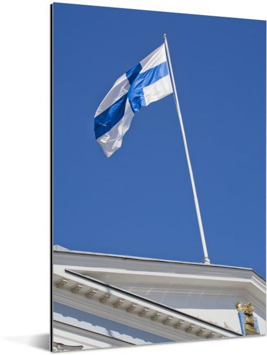 De vlag van Finland op een gebouw Aluminium 20x30 cm - klein - Foto print op Aluminium (metaal wanddecoratie)