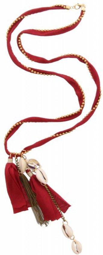 Lange ketting van 85 centimeter met gouden kraaltjes en rood lint.