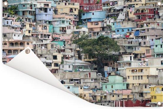Een karakteristieke wijk van Port-au-Prince in Haïti Tuinposter 180x120 cm - Tuindoek / Buitencanvas / Schilderijen voor buiten (tuin decoratie) XXL / Groot formaat!