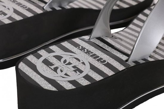 Guess Enzy/beach Thong Dames Slippers - Zilver Maat 36 0WMZtLAW