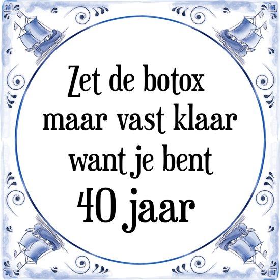 40 Jaar Spreuken Verjaardag.Verjaardag Tegeltje Met Spreuk 40 Jaar Zet De Botox Maar Vast Klaar Want Je Bent 40 Jaar Cadeau Verpakking Plakhanger