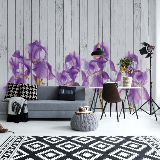 Fotobehang Wood Planks And Purple Flowers Vintage Chic | VEXXXL - 416cm x 254cm | 130gr/m2 Vlies