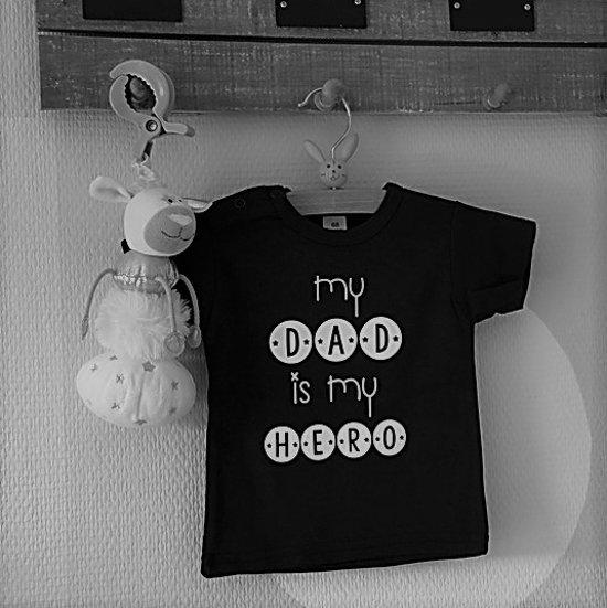 Shirtje Baby Tekst Eerste Vaderdag Cadeau My Dad Is My Hero Lange Of Korte Mouw Zwart Met Wit Maat 56 110