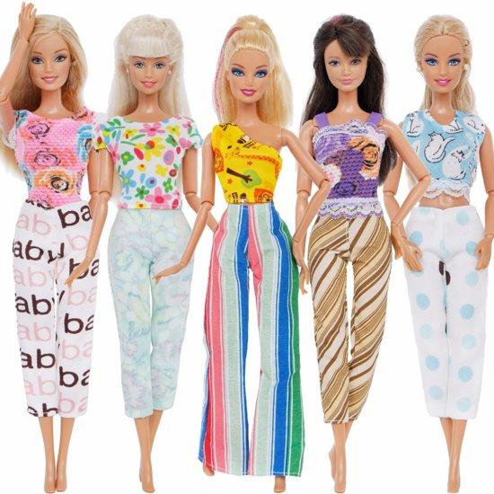 5 sets kleding voor Barbie - broeken en topjes - Barbiekleertjes