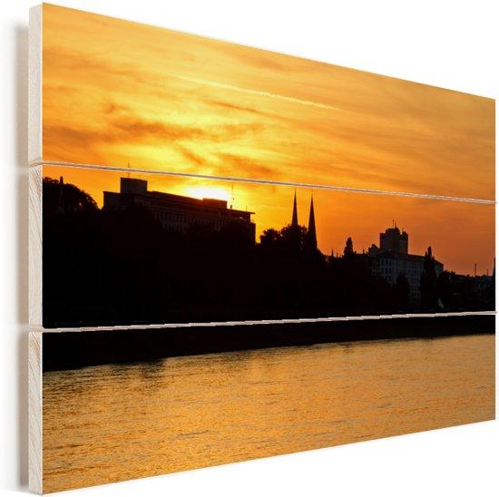 Oranje lucht boven Bonn door de zonsondergang Vurenhout met planken 60x40 cm - Foto print op Hout (Wanddecoratie)