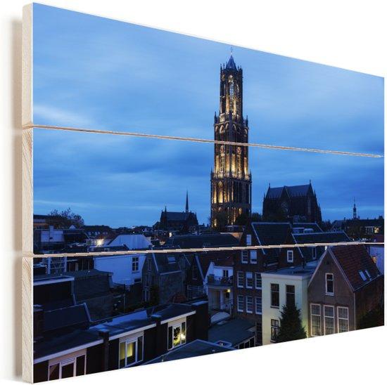 De Domtoren mooi verlicht in de avond in Utrecht Vurenhout met planken 160x120 cm - Foto print op Hout (Wanddecoratie) XXL / Groot formaat!