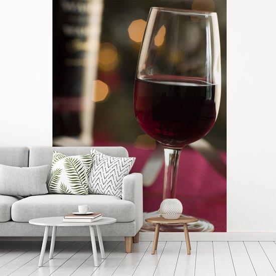 Fotobehang vinyl - Glas met mooie rode port breedte 195 cm x hoogte 260 cm - Foto print op behang (in 7 formaten beschikbaar)