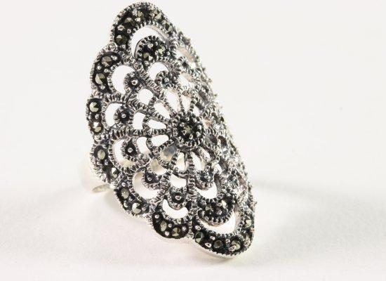 Opengewerkte zilveren ring met marcasiet - maat 17