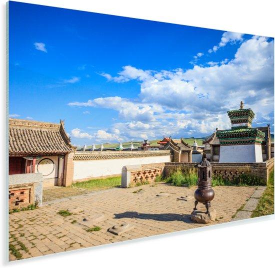 Blauwe lucht met wolken boven het Aziatische Erdene Zuuklooster Plexiglas 90x60 cm - Foto print op Glas (Plexiglas wanddecoratie)