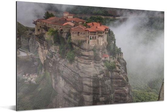 De Meteora kloosters tussen de wolken Aluminium 180x120 cm - Foto print op Aluminium (metaal wanddecoratie) XXL / Groot formaat!