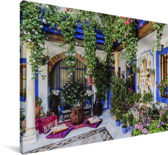 Kleurrijk pleintje in het Spaanse Cordoba Canvas 120x80 cm - Foto print op Canvas schilderij (Wanddecoratie woonkamer / slaapkamer) / Europese steden Canvas Schilderijen