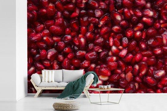 Fotobehang vinyl - Stapel sappige rode granaatappelzaden breedte 600 cm x hoogte 400 cm - Foto print op behang (in 7 formaten beschikbaar)