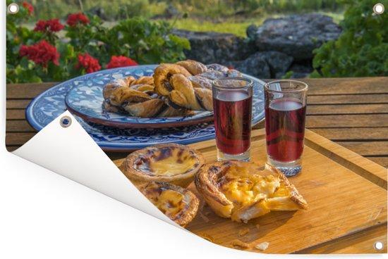 Lekkere hapjes met Port wijn Tuinposter 120x80 cm - Tuindoek / Buitencanvas / Schilderijen voor buiten (tuin decoratie)