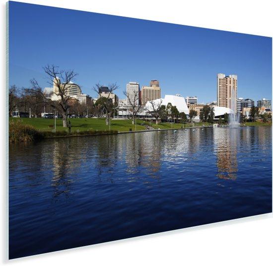 Weerspiegeling in het water van de rivier de Torrens in Australië Plexiglas 90x60 cm - Foto print op Glas (Plexiglas wanddecoratie)