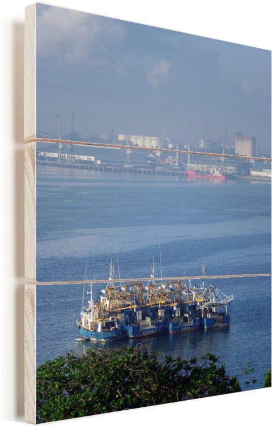 Zicht op een enorme boot en op de haven van Dar es Salaam in Afrika Vurenhout met planken 20x30 cm - klein - Foto print op Hout (Wanddecoratie)