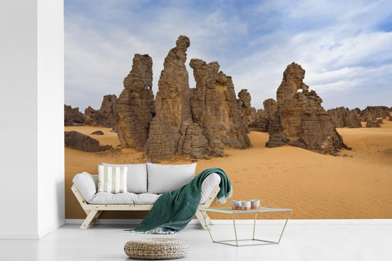 Fotobehang vinyl - Indrukwekkend gesteente in het Nationaal park Tassil n'Ajjer breedte 600 cm x hoogte 400 cm - Foto print op behang (in 7 formaten beschikbaar)
