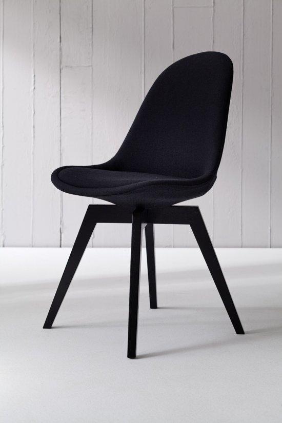 Eetkamerstoelen Zwarte Stof.Vik S Eetkamerstoel Zwart Stof Met Zwart Onderstel Leva Design