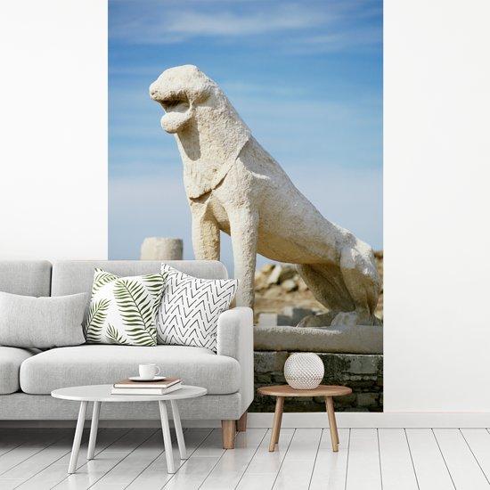 Fotobehang vinyl - Close up van één van De Leeuwen van Delos in Griekenland breedte 155 cm x hoogte 240 cm - Foto print op behang (in 7 formaten beschikbaar)
