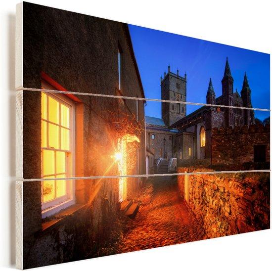 Weg naar de Welshe St David's Kathedraal in Europa Vurenhout met planken 90x60 cm - Foto print op Hout (Wanddecoratie)