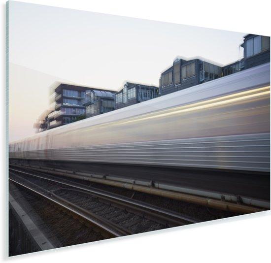 De trein beweegt voort over een spoorweg Plexiglas 90x60 cm - Foto print op Glas (Plexiglas wanddecoratie)