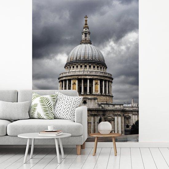 Fotobehang vinyl - Symmetrische weergave van de St Paul's Cathedral breedte 175 cm x hoogte 240 cm - Foto print op behang (in 7 formaten beschikbaar)