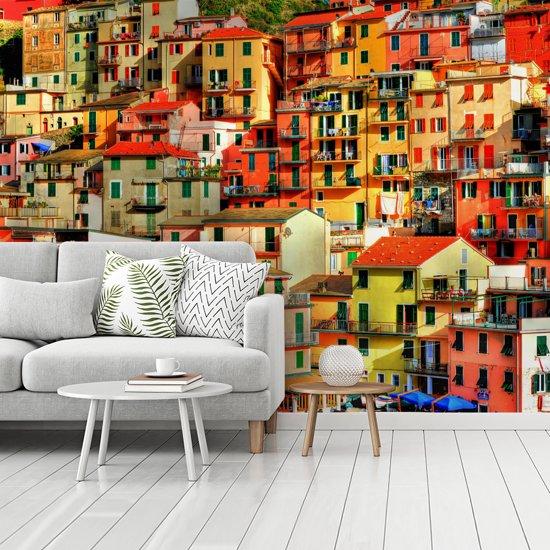 Fotobehang vinyl - Gekleurde huizen in Cinque Terre breedte 535 cm x hoogte 400 cm - Foto print op behang (in 7 formaten beschikbaar)