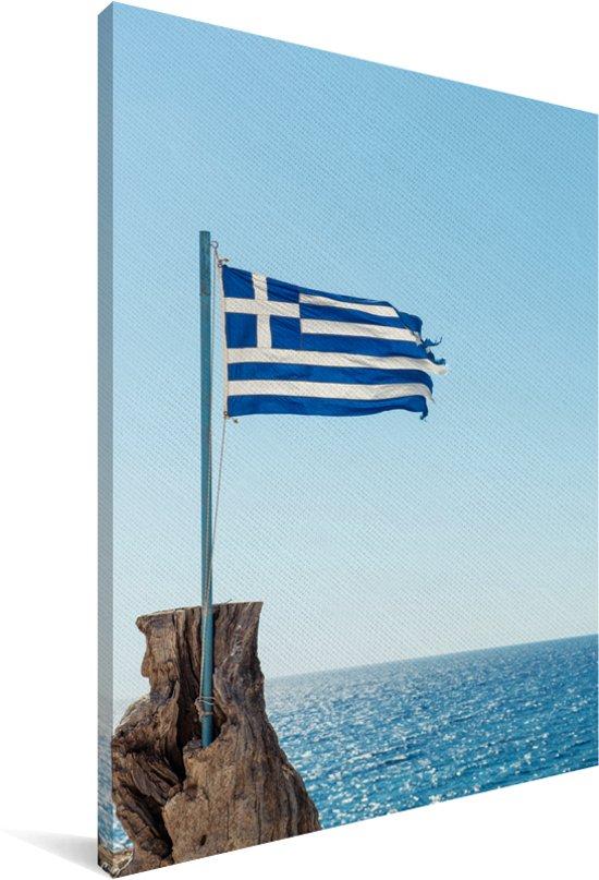 Griekse vlag voor de blauwe zee Canvas 40x60 cm - Foto print op Canvas schilderij (Wanddecoratie woonkamer / slaapkamer)