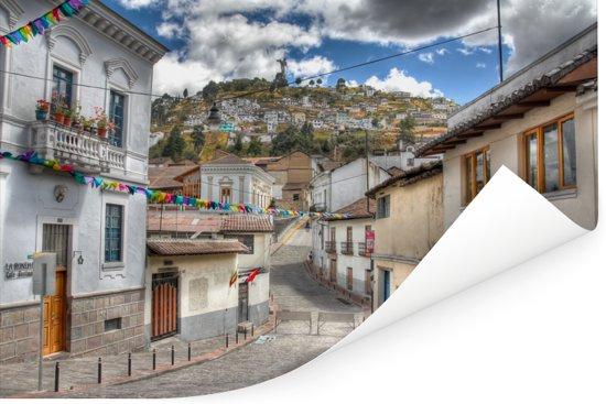 Een straat in het Ecuadoraanse stadsgedeelte in Quito Poster 180x120 cm - Foto print op Poster (wanddecoratie woonkamer / slaapkamer) XXL / Groot formaat!