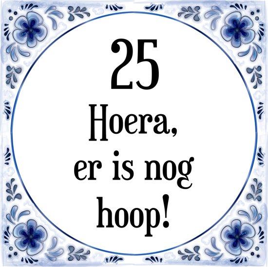 25 jaar verjaardag bol.| Verjaardag Tegeltje met Spreuk (25 jaar: Hoera! Er is  25 jaar verjaardag