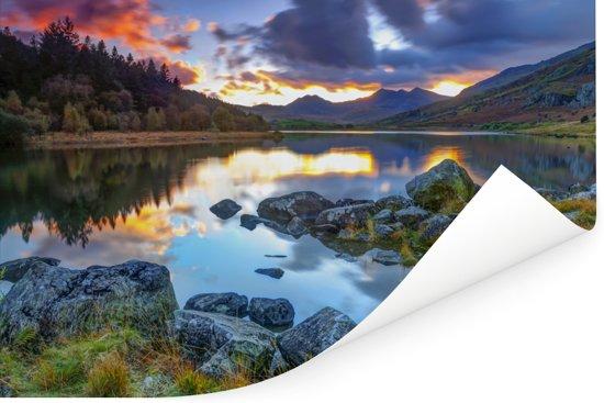 Erg kleurrijke lucht en omgeving in Snowdonia Poster 30x20 cm - klein - Foto print op Poster (wanddecoratie woonkamer / slaapkamer)