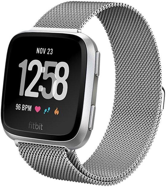 Milanees Horloge Band Voor de Fitbit Versa - Milanese Watchband Sportbandje - Armband Strap Polsband RVS - Zilver Kleurig Small