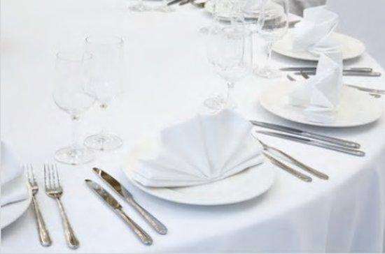 Wit damast tafelkleed 180 rond (Hotelkwaliteit: 250 gr/m2)