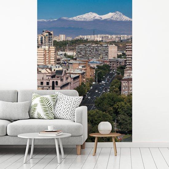 Fotobehang vinyl - Stadsgezicht van Jerevan in Armenië met de Ararat breedte 215 cm x hoogte 320 cm - Foto print op behang (in 7 formaten beschikbaar)