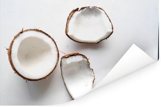 Spierwitte binnenkant van de kokosnoten op witte achtergrond Poster 180x120 cm - Foto print op Poster (wanddecoratie woonkamer / slaapkamer) XXL / Groot formaat!