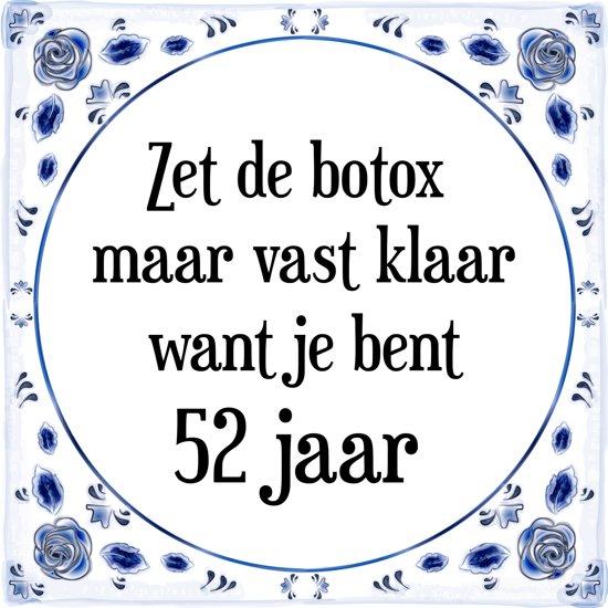 Verjaardag Tegeltje met Spreuk (52 jaar: Zet de botox maar vast klaar, want je bent 52 jaar + cadeau verpakking & plakhanger