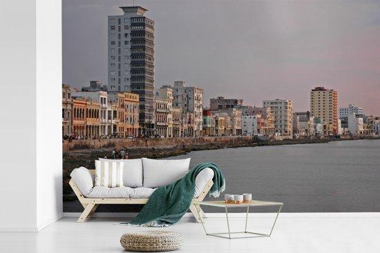 Fotobehang vinyl - Het Cubaanse strandboulevard van in Havana in Noord-Amerika breedte 390 cm x hoogte 260 cm - Foto print op behang (in 7 formaten beschikbaar)