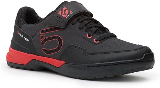 Cinq Chaussures Noires Avec Fermeture Velcro Pour Les Femmes gVtdcvjCd5